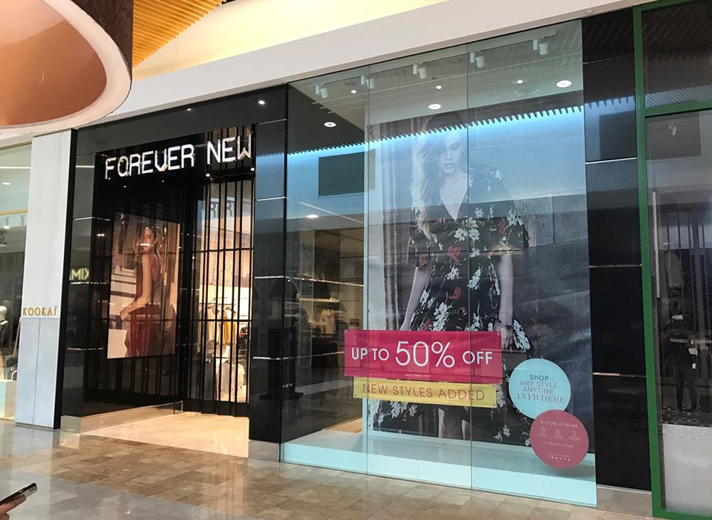 shop-window-display-banners